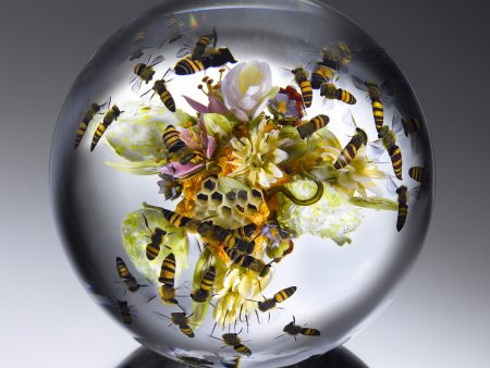 paperweight-paul-stankard-flowers-and-fruit-bouquet-with-swarming-honeybees-ron-farina